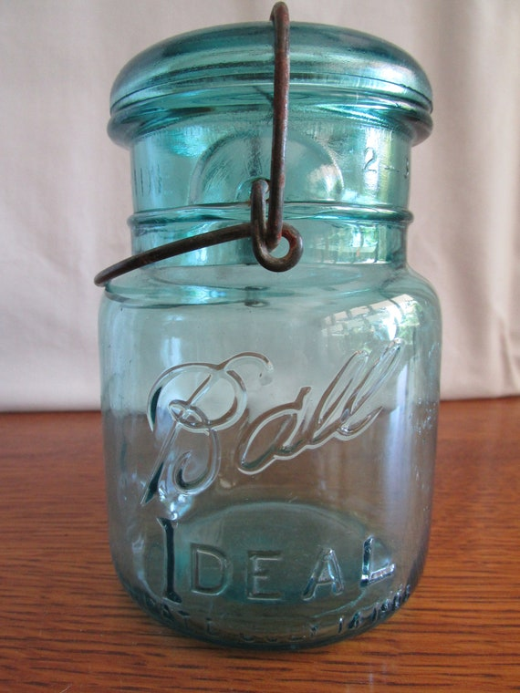 Vintage Ball Ideal Pint Canning Jar with Lid