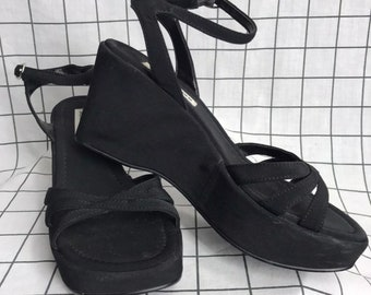 493e3046a04 Vintage 90 s Steve Madden Chunky Platform Flatform Strappy Sandals