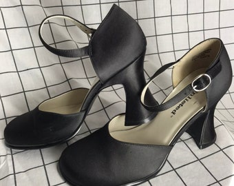 510ac79887d Vintage  Unlisted  Chunky Groovy Mary Jane Strap Black Heels Size 7