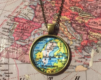 Custom Map Necklace Simple 25mm Setting