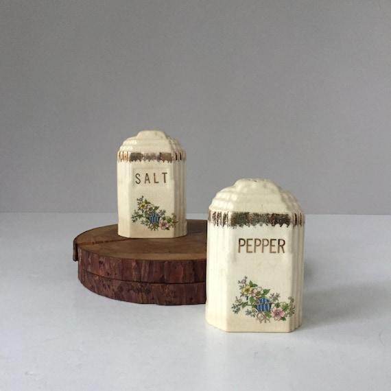 1930/'s ORIGINAL ART DECO Salt /& Pepper Shaker Set Ceramic Silver Letter Kitchen Vintage