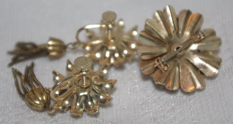 Vintage Pin  Brooch Earring Set Purple /& White Rhinestone Flowers Gold Trim Screw Back Earrings