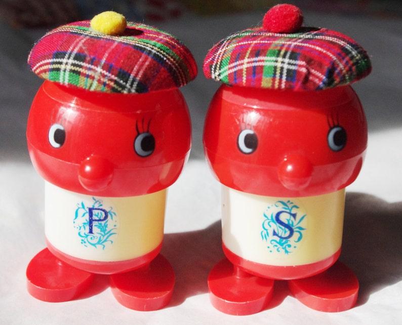 Vintage Salt and Pepper Set Red Men with Hat Tam /'o Shanter  Newsboy Hat Kitsch