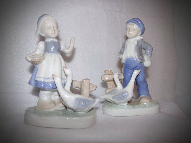 Holland Collectible 1940s .Vintage Figurines . Little girl and Boy Figurines Holland Boy /& Girl Figurine Blue and White Dutch Figurines
