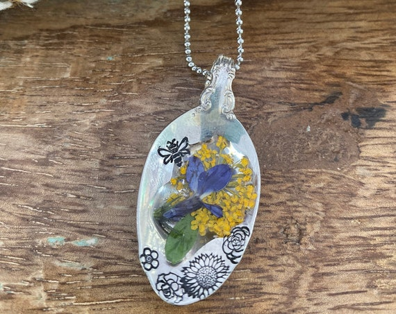 Hand Stamped Flower spoon bowl necklace, with hand stamped bee, resin flower necklace, vintage spoon bowl necklace