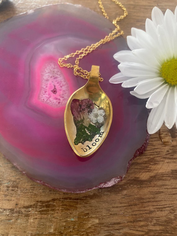 Hand Stamped Flower spoon bowl necklace, resin flower necklace, vintage spoon bowl necklace, bloom