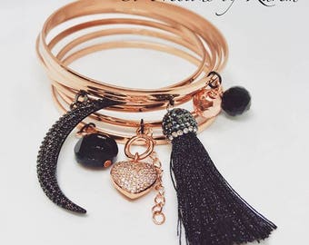 Semanario in rose gold with black charms
