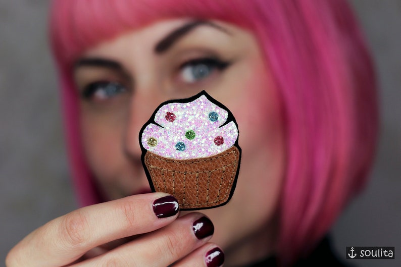Brooch Sparkling Muffin  Glitter Badge  Glitter Pin  image 0