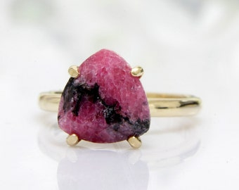 14k gold trillion ring,pink chalcedony ring,triangle ring,gold ring,gold filled ring,custom rings,engraved ring,prong ring