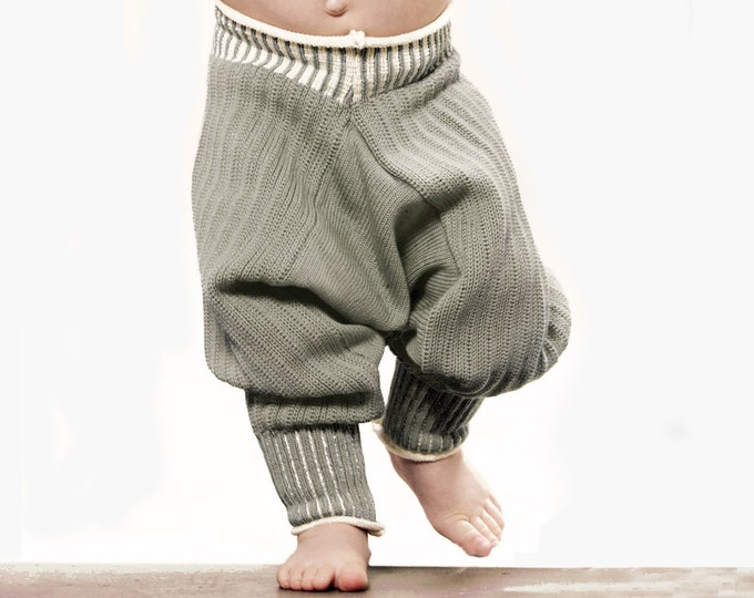 Featured listing image: Sarouelpants knit from poor new wool - grows with the Baby