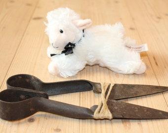 Vintage sheep shears Hand sheep shears Sheep scissors Hand operated sheep shears Farmhouse decor Old farm tools