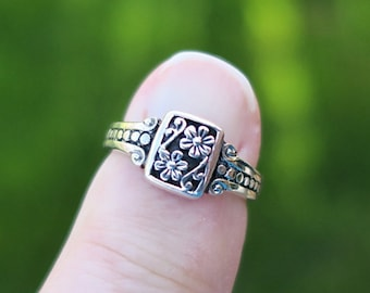 a48f6716f Pretty Vintage 925 Sterling Silver Flower Ring