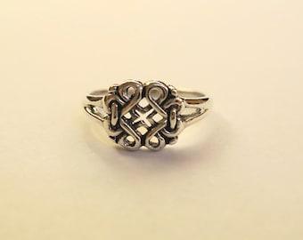 SALE Beautiful Vintage Celtic Knot Ring