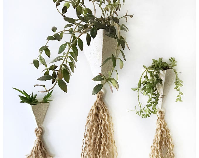 Tassel Pyramid Wall Planter