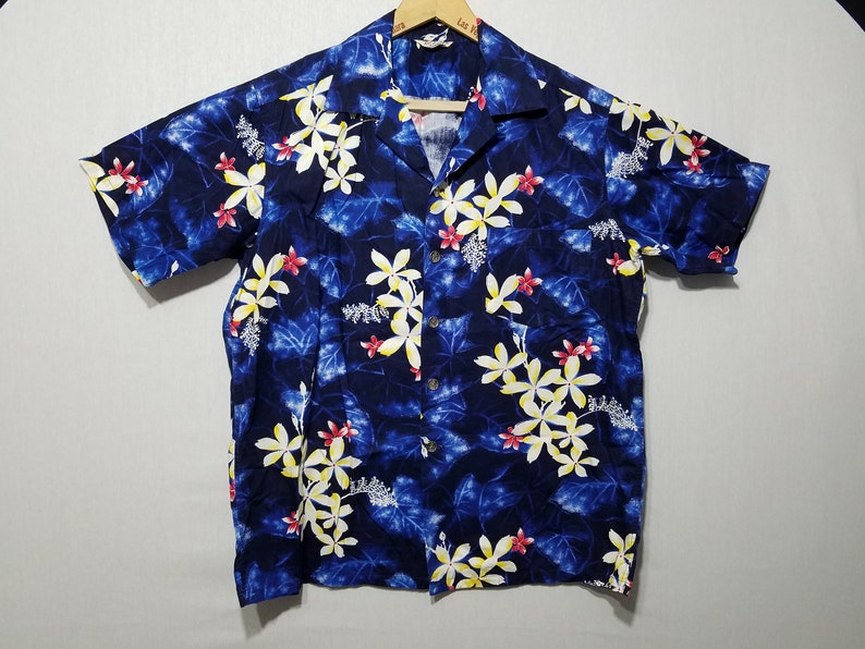 Vintage 1960s Hawaiian Shirt  M  L  Kamehameha  Floral  image 0