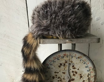 3149c6cada5 Vintage Raccoon Tail Hat Davy Crockett Style Faux Fur Head Piece Real Red  Raccoon Tail Great For Costume School Project