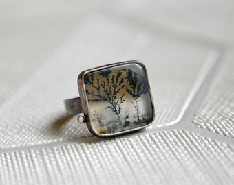 Into the Light -- A Modern Dendritic Agate Ring in Oxidized Silver -- Size 6 1/4