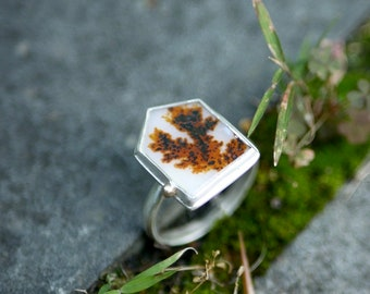 Way to the Trees -- An Artisan Dendritic Agate Ring in Silver and Gold -- Size 7 3/4