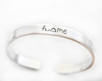 Mom Gifts From Daughter Necklace Bangle Bracelet The Love Between Mother /& Daughter Knows No Distance Virginia VA State And Northern Mariana Islands MP State Funny Necklace Name Jewelry