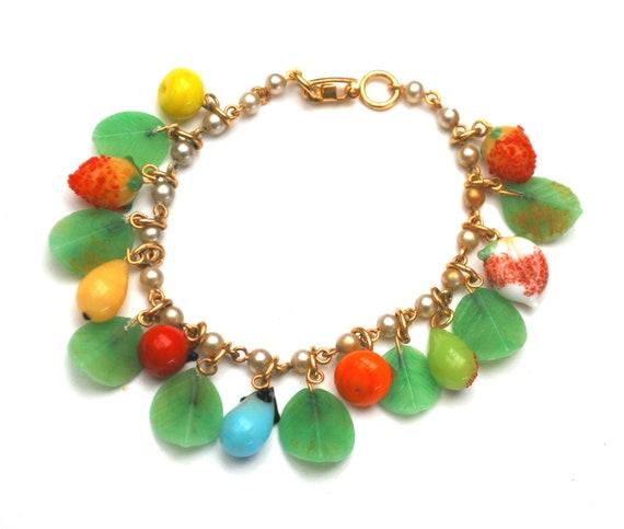 vintage Fruit salad bead bracelet-  dangle glass beads - green leaves - colorful fruit - white pearls - vintage cha cha bracelet