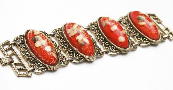 Chunky Red Lucite Link Bracelet  Large oval Confetti red gold and white  light gold tone metal