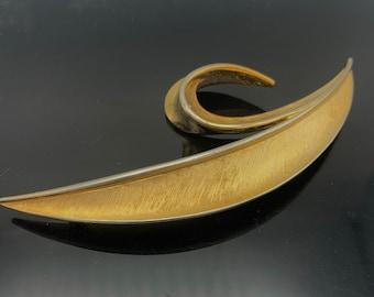 Crown Trifari  Gold  Mid century brushed gold tone metal  Swirl Pin