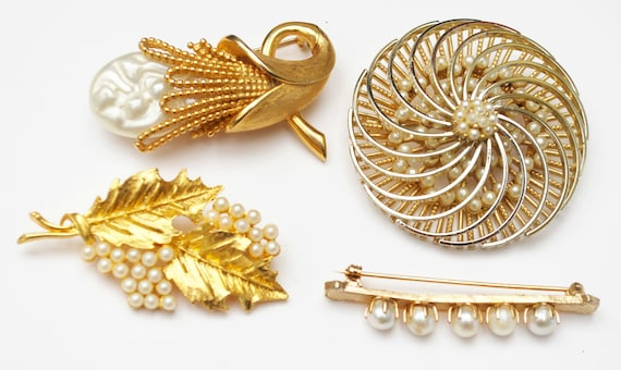 Lot of four pearl Brooches - Gold metal - White faux pearl - figurine pins - resell crafting - white gold - Detash - Jewelry lot - flower