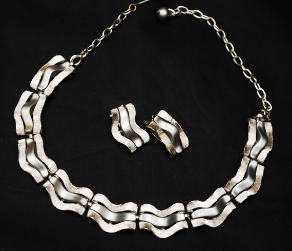 Grey Thermoset Necklace and earring set - Gun Metal - Wave links with silver Mid Century