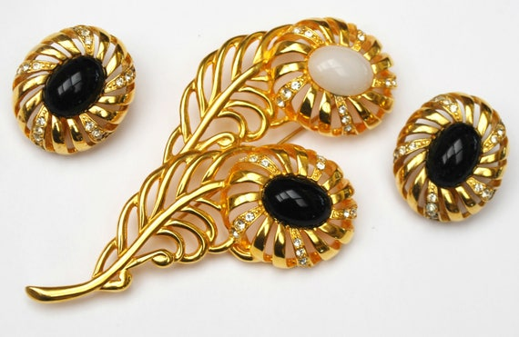 Flower brooch earrings Set  Signed Cindy Adams  Black white glass cabochon  Rhinestone  Yellow gold clip on earrings jewelry set