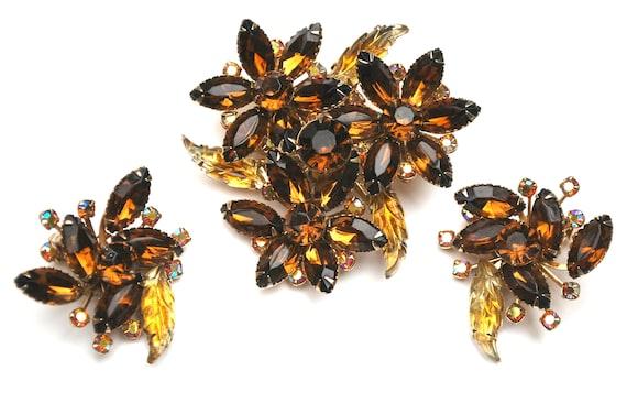 Rhinestone  Flower  Brooch earring set  Topaz brown Yellow orange  givre molded  Glass -  Gold - Mid Century - clip on earrings