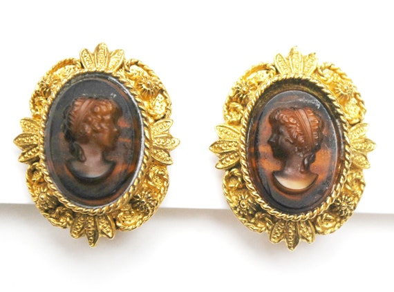 Intaglio Cameo Earrings - Carved brown  glass   Gold repousse  - Clip on earrings