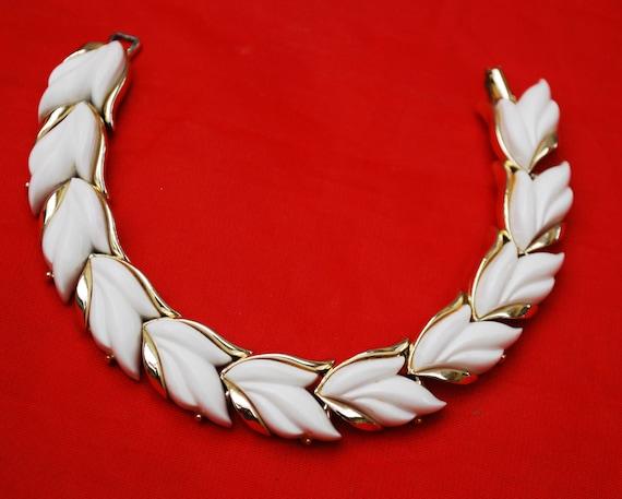 Kramer Leaf Link Bracelet White Thermoset  Vintage plastic Light gold tone metal  Mid century bangle