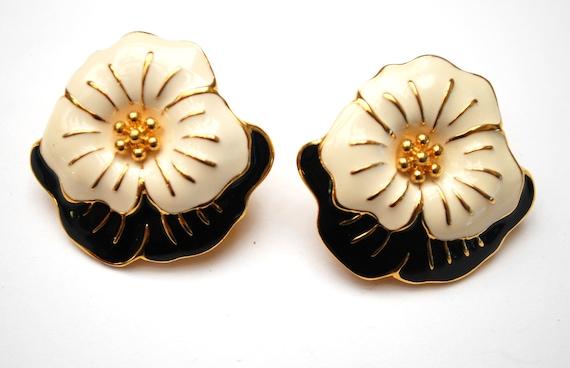black white daisy earrings   - signed Monet -  enamel flower  - gold plated metal - pierced floral earrings