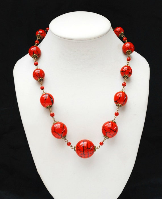 Graduated Red black bead necklace -  light weight beads -painted res with black crackle design- brass links vintage necklace