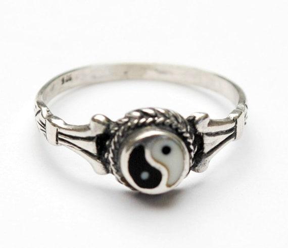 Sterling Yin Yang Ring Black white enameling swirl size 8 ring