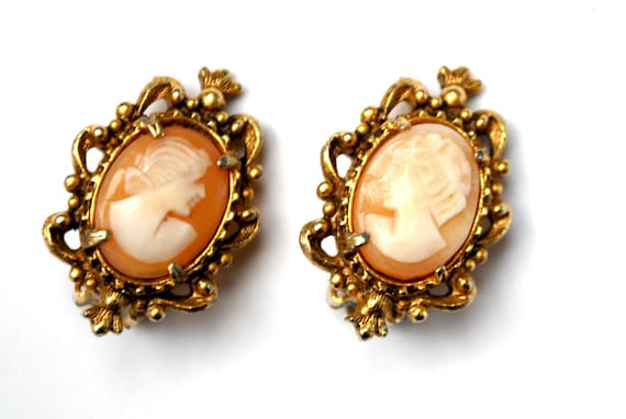 Shell Cameo earrings - signed Florenza - gold plated metal - clip on earrings