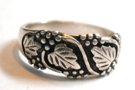 Sterling Leaf Ring  Size 7 1/2 ring   silver leaves black oxidation band ring signed WMCA White metal Cast