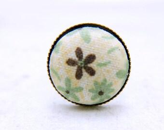 Vintage flower ring,  green flower jewelry,