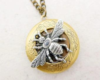 Bee locket, Bee necklace, Steampunk Necklace, Steampunk locket, 2020m