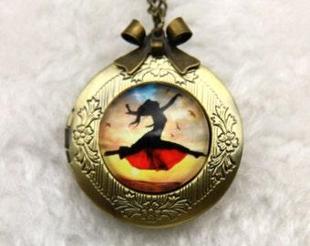 Necklace locket danse with birds 2020m