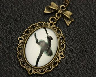 Necklace dancer 1825C