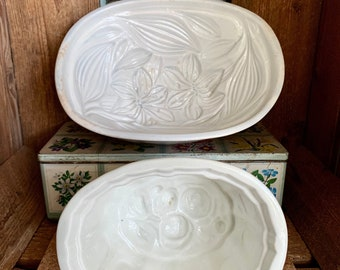 Antique ceramic jelly moulds. TWO available SOLD SEPARATELY. In lovely, vintage condition. Beautiful patterns for a country kitchen display.