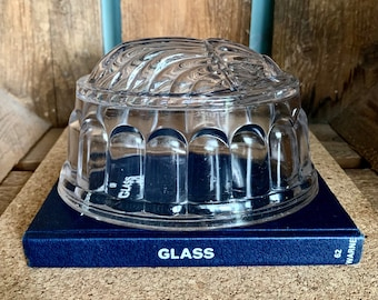 Gorgeous clear glass shell design jelly mold - lovely vintage condition! Made in England in the 1950s.