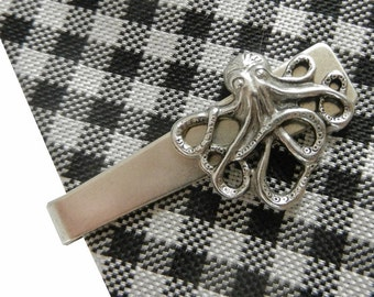 Silver Toned Etched Oval Octopus Tie Clip