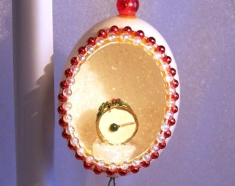 Vintage 1980s Christmas Ornament. Tiny Drum in an Eggshell, Handmade by Mom. S1030