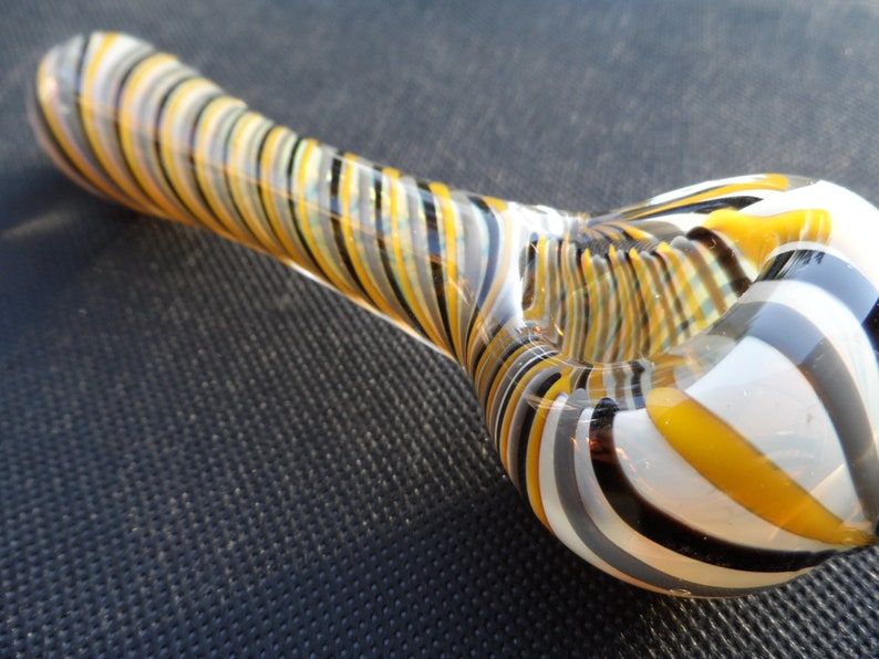 Twisted Stripe Glass Pipe