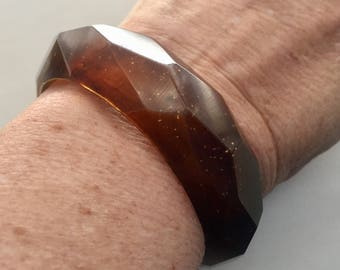 FACETED BROWN BANGLE vintage Hand Carved Lucite Glittery Chunky Bracelet Jd1-300