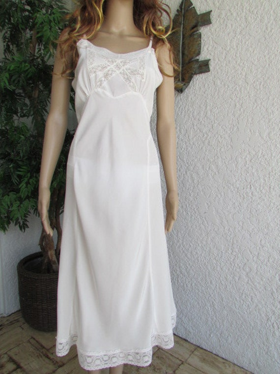Vanity Fair Off White Slip with Lace Vintage Size 36 Bust RECENTLY REDUCED