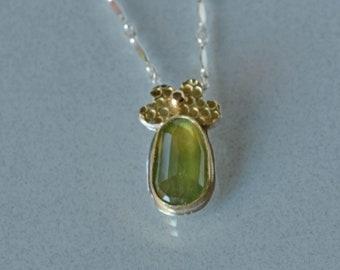 Grüner Saphir Anhänger, natürliche Saphir in Gold-Anhänger Halskette, Anhänger, Blumen, Natur inspiriert, Saphir Schmuck Geschenk für Sie