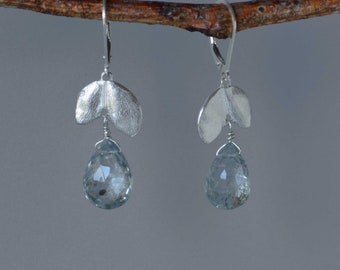 Aquamarin Ohrringe mit Sterling Silber Blätter, Aqua Edelsteinohrringe, botanischen Ohrringe, natürlichen Stein Ohrringe, März Birthstone